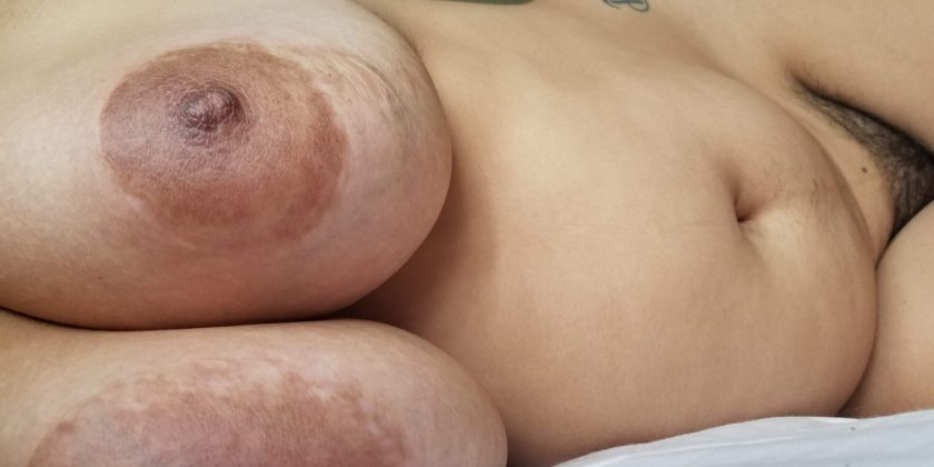 Brunette chubby en ligne à Angers
